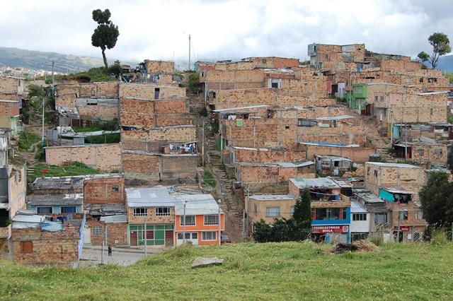 Chudinská čtvrť v severovýchodní Bogotě, 2013